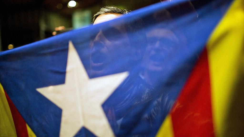 Katalanska flaggan. Foto: AP Photo / Emilio Morenatti / TT.