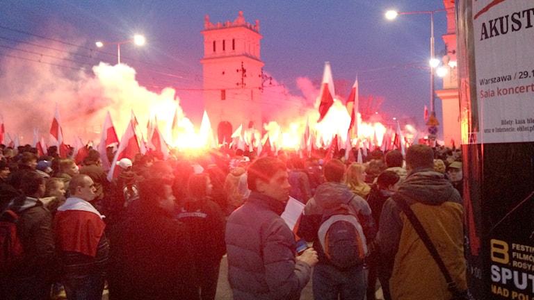 Nationalister tågar över Poniatowski-bron i Warszawa. Foto:Thella Johnson