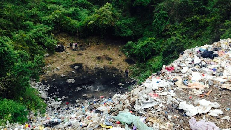Soptippen utanför Iguala där mexikanska myndigheter menar att de 43 lärarstudenterna ska ha skjutits och bränts till döds. Många mexikaner tvivlar på åklagarens uppgifter. Foto: Lotten Collin/Sveriges Radio