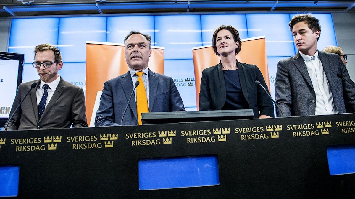 Jakob Forssmed (KD), Jan Björklund (FP), Anna Kinberg Batra (M) och Emil Källström (C) presenterar förslag ur Alliansens kommande budgetmotion Foto: Lars Pehrson / SvD / TT
