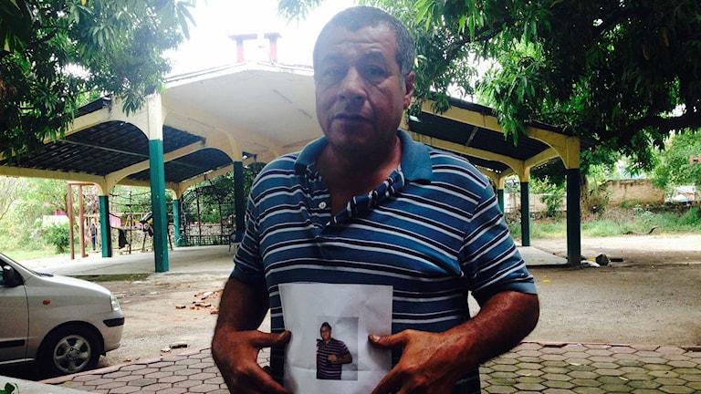 Primitivo Delgados son är spårlöst försvunnen sedan i juni. Kanske finns han i någon av massgravarna som upptäckts nu, säger han. Foto: Lotten Collin/Sveriges Radio