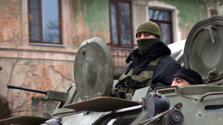 Militärfordon i Donetsk i östra Ukraina. Foto: Menahem Kahana/AFP.