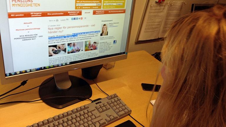 Funderingar över pensionssparande. Foto: Viktor Mattsson/Sveriges Radio.