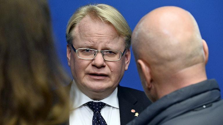 Försvarsminister Peter Hultqvist under presskonferensen. Foto: Claudio Bresciani / TT.