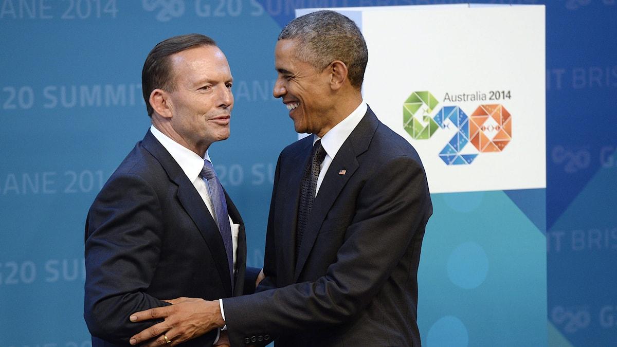 USA:s president Barack Obama skakar hand med Australiens premiärminister Tony Abbott. Foto: Adrian Wyld/TT.