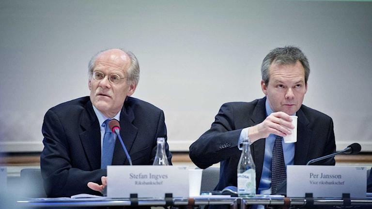 Riksbankschef Stefan Ingves och vice riksbankschef Per Jansson i riksdagens finansutskott.