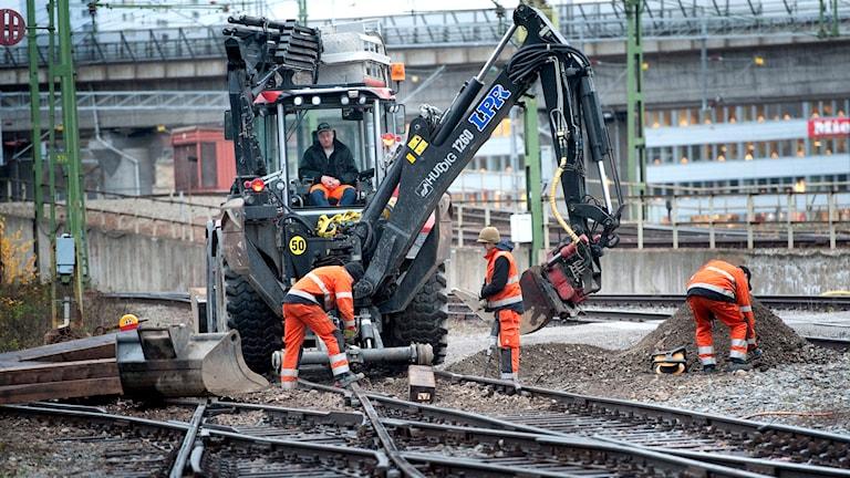 Banarbetare vid järnväg. Foto: TT