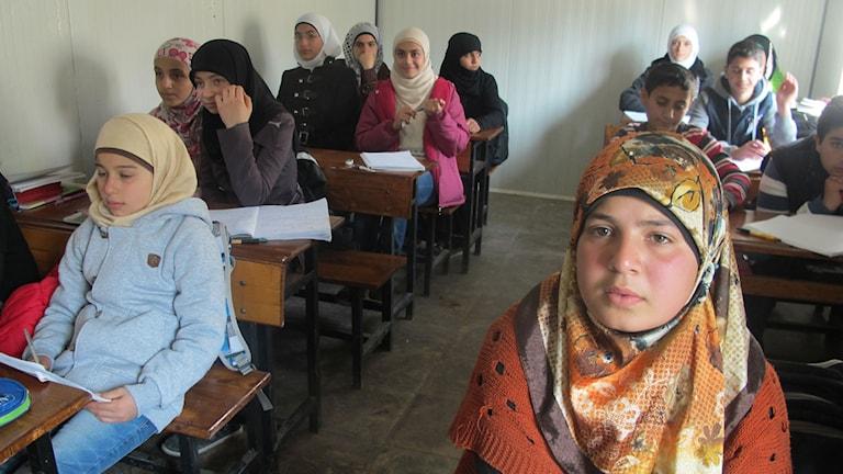 Doha från Syrien går i en skola som finansieras helt av donationer. Foto: Katja Magnusson/Sveriges Radio.