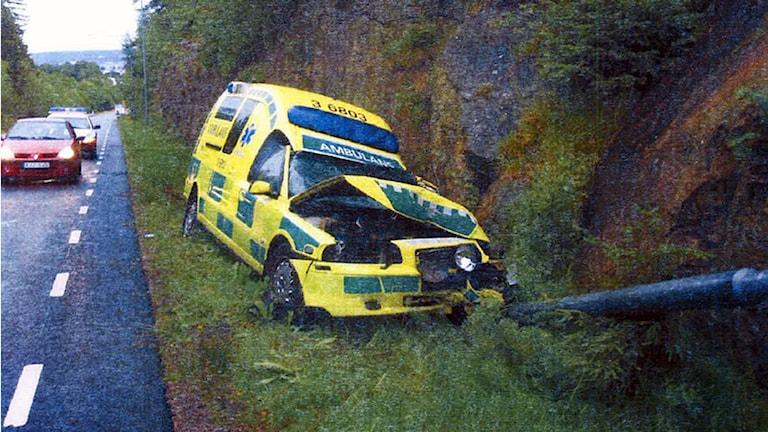 Bild på den kraschade ambulansen från polisens förundersökning. Foto: Polisen