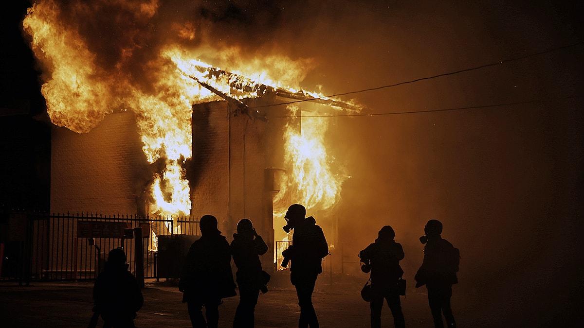 Upplopp och bränder i Ferguson. Foto: AP Photo / David Goldman /TT.