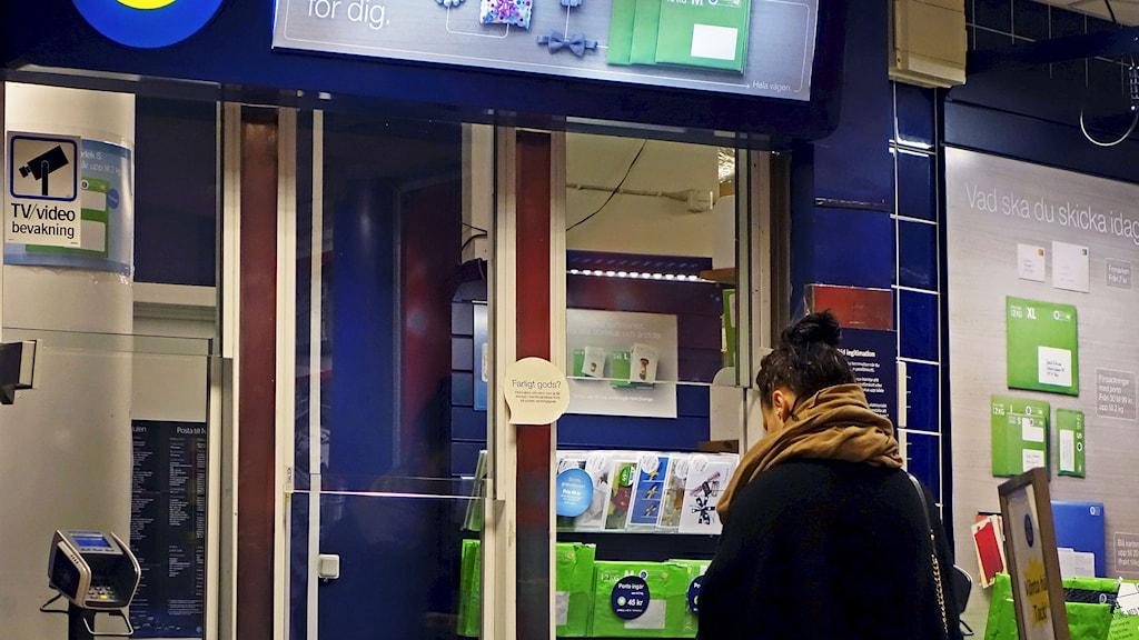 Postkontor i en ICA-butik. Foto Hasse Holmberg /TT