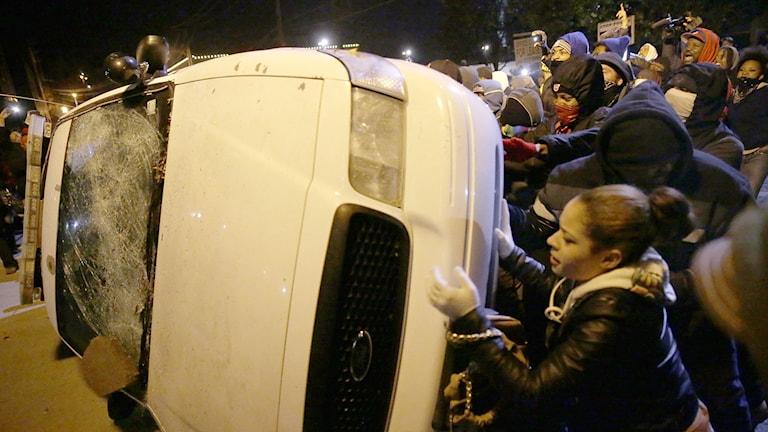 Oro i Ferguson under andra natten. Foto: David Goldman/TT.
