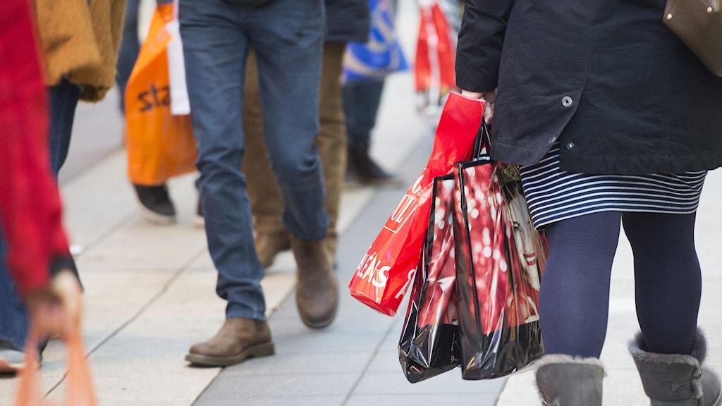 I dag fredag väntas amerikanerna shoppa för hundratals miljarder kronor under Black friday. Foto: Fredrik Sandberg / TT