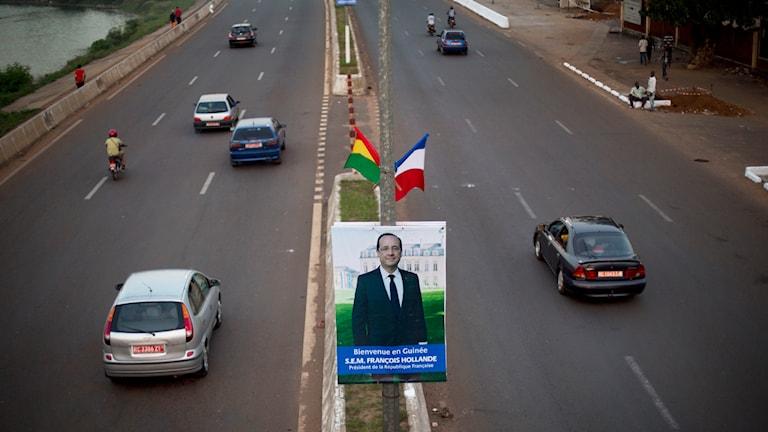 Frankrikes president Francois Hollande på besök i ebola-drabbade landet Guinea i Västafrika. Foto: TT