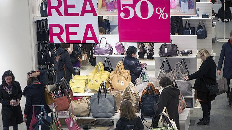 Handväskor till salu i en butik i Stockholm. Foto: Fredrik Sandberg / TT.