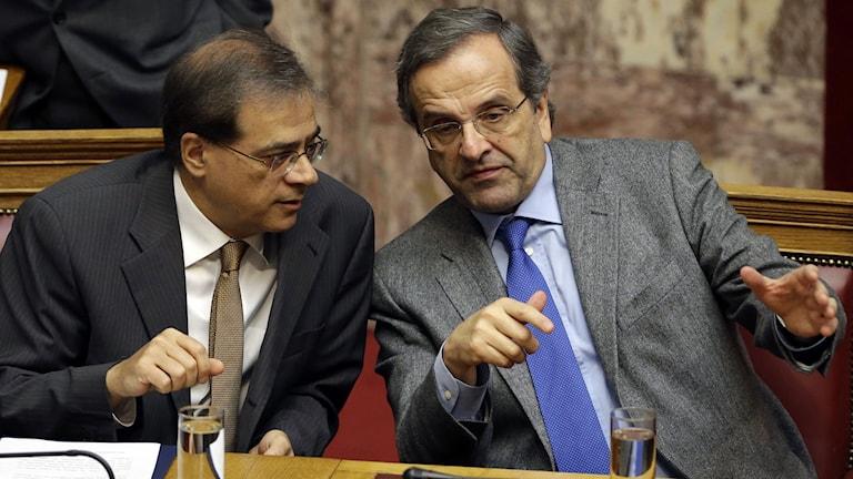 Greklands premiärminister Antonis Samaras och finansministern Gikas Hardouvelis. Foto: Thanassis Stavrakis/TT.
