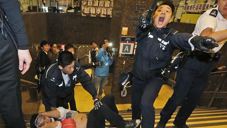 Sammandrabbningar mellan demonstranter och polis i Hongkong. Foto: Kin Cheung/TT.