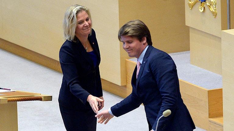 Erik Ullenhag (FP) och Magdalena Andersson (S). Foto: Fredrik Sandberg/TT.