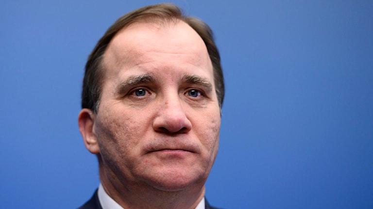 Statsminister Stefan Löfven (S) på presskonferens i Rosenbad efter mötet med Alliansens partiledare sent på tisdagen. Foto: Maja Suslin/TT.