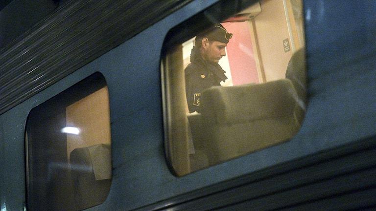 Polis ombord på tåg där tågvärd knivskars. Foto: Johan Nilsson/TT.