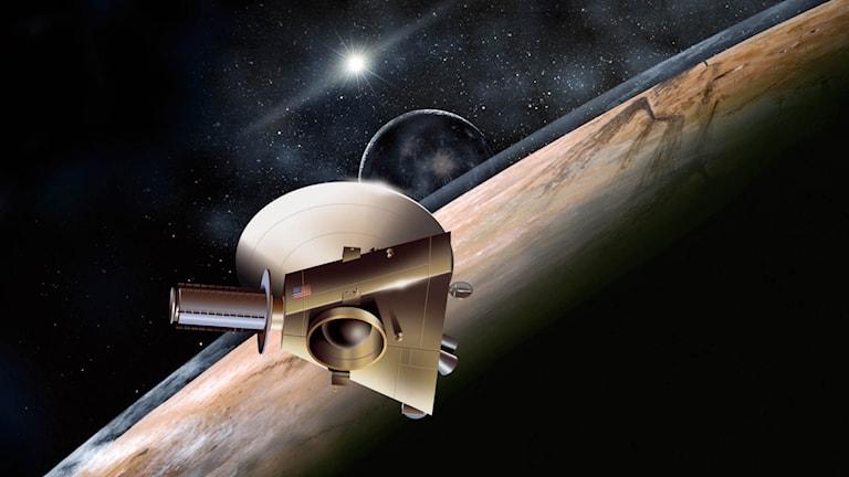 Snart är den amerikanska rymdsonden New Horizons framme vid Pluto. Foto: Nasa/ TT.