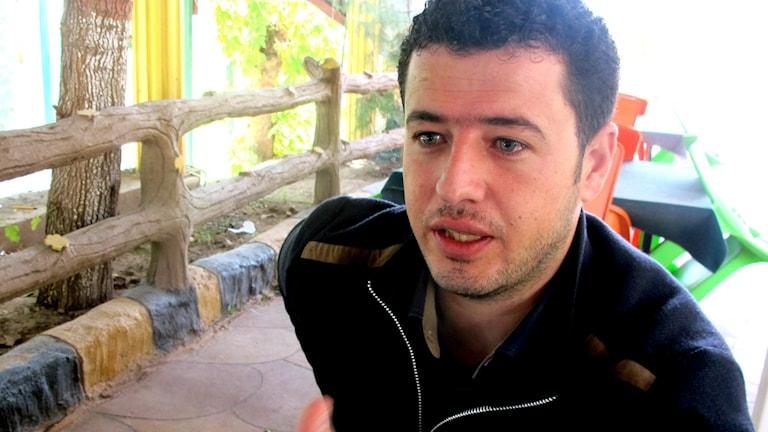 Ahmad Murad arbetade med mediefrågor för Syriska revolutionära fronten men har flytt till Turkiet.