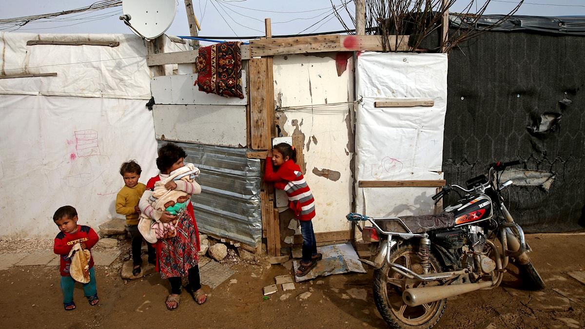 Syriska flyktingbarn i staden Zahleh i Libanon. Foto: TT