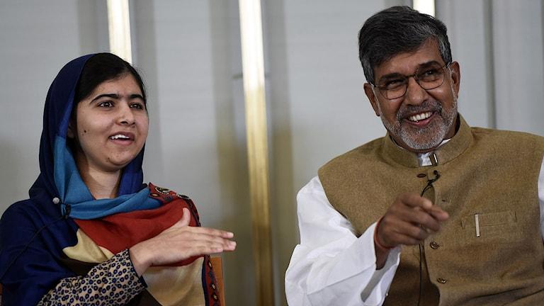 Årets fredspristagare Malala Yousafzai och Kailash Satyarthi deltog för första gången tillsammans offentligt under en presskonferens på Nobelinstitutet i Oslo på tisdagen. Foto: Odd Andersen/AFP/TT