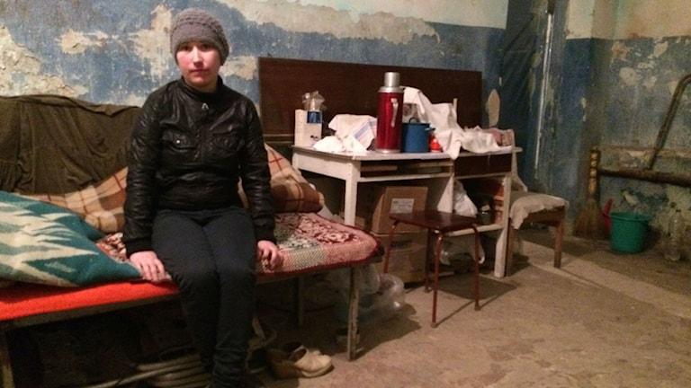 Maria har bott med sin familj i ett skyddsrum i Donetsk sedan i somras. Hon vågar inte lämna det trots att det proklamerats vapenvila. Reporter: Sten Sjöström/Sveriges Radio.