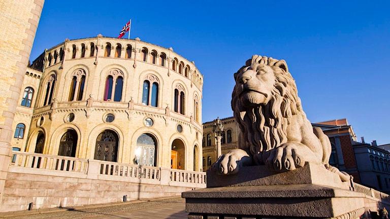 Exteriör bild på Norges parlament. Foto: Vegard Grøtt/TT.