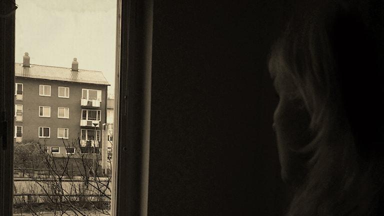 Madeleine anmälde att hennes man misshandlat henne två gånger och hotat henne. Utredningen lades ner och Madeleine fördes ovetandes in i polisen hemliga kvinnoregister. Foto: Alexander Gagliano / Sveriges Radio