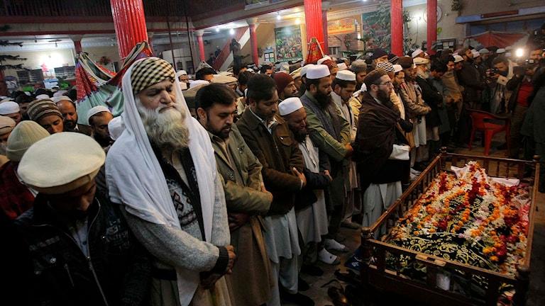 Begravingsceremoni för ett av offren för skolmassakern i Peshawar. Foto: Mohammad Sajjad/TT.