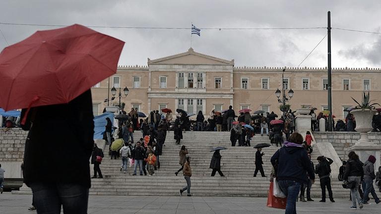 Det grekiska parlamentet i Aten i decemberväder. Foto: Louisa Gouliamaki/TT.
