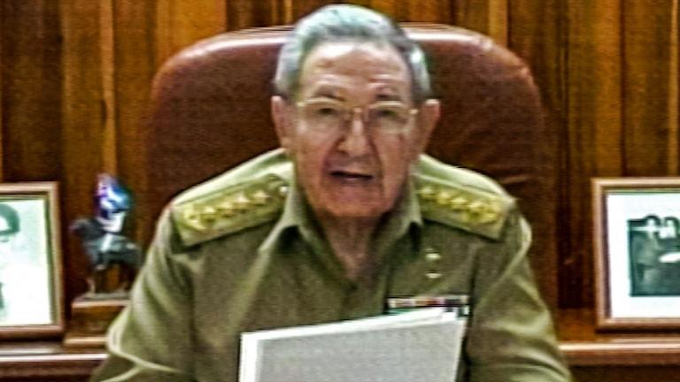 Bild från kubansk tv som visar president Raul Castro som håler tal till nationen angående de diplomatiska förbindelserna med USA. Foto: AFP