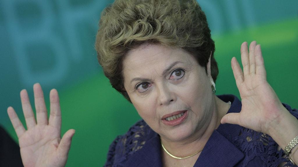 Dilma Rousseff som är Brasiliens president har bytt ut 13 av regeringens ministrar. Foto: Eraldo Peres/TT