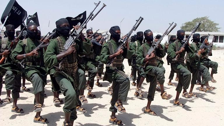 Stridande män för al-Shabaab under träning i Somalia. Foto: TT