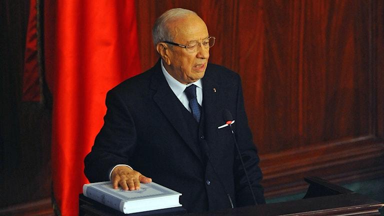 Beji Caid Essebsi svärs in som Tunisiens nya president. Foto: Hassene Dridi/TT.
