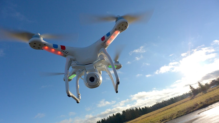 En flygande kamera - drönare av typen Phantom 2 Vision. Foto: TT.
