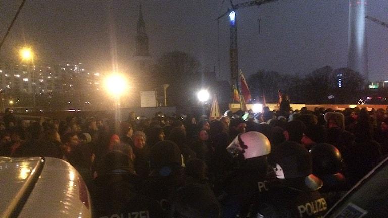Pegida-demonstrationen i Berlin i går stoppades av motdemonstranter. Foto: Daniel Alling/Sveriges Radio.