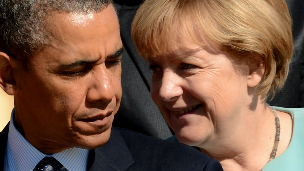 Tysklands förbundskansler Angela Merkel ler åt USAs president Barack Obama.