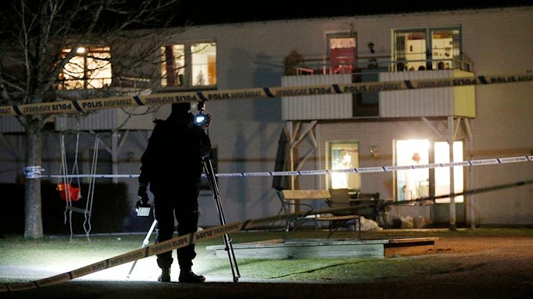 Polisen på plats efter dödsskjutningen i Gällstad. Foto: Adam Ihse/TT.