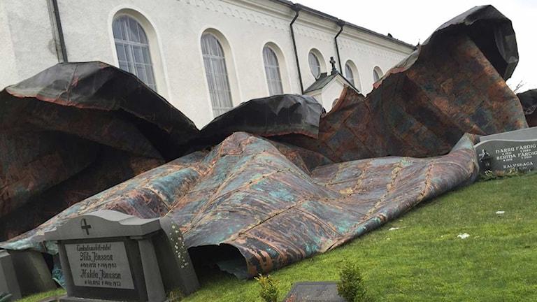 Koppartaket på Vederslövs kyrka blåste ner i stormen Egon. Foto: Marianne Greip/Sveriges Radio