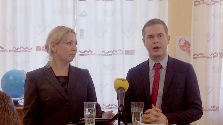 Gustav Fridolin på ett fritidshem där han höll presskonferens