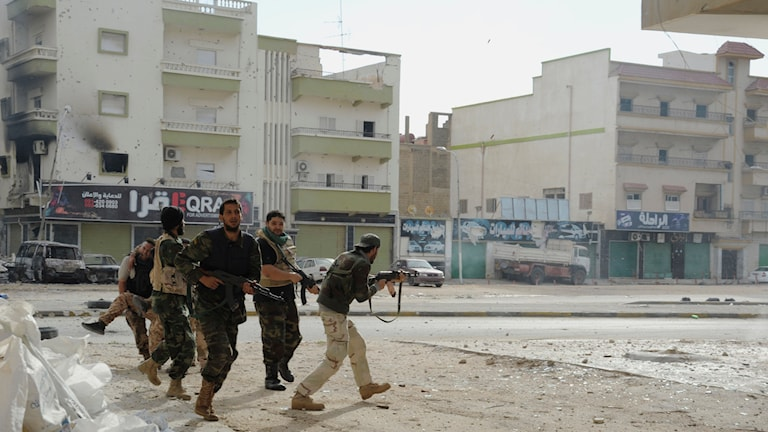 MIlitärer stider i staden Benghazi i Libyen. Foto: TT
