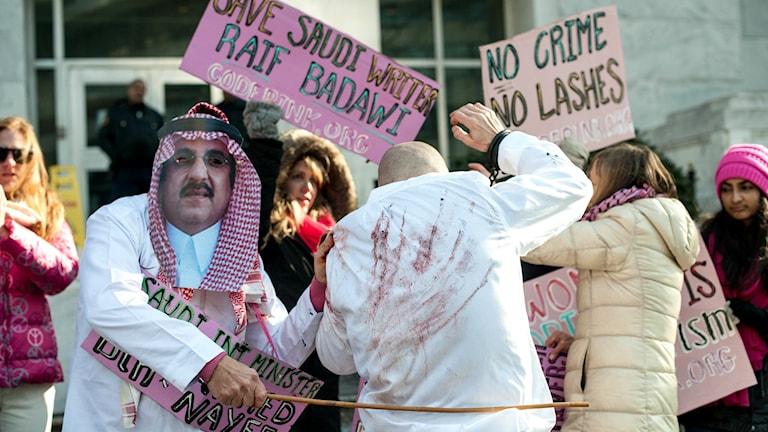 Demonstration mot piskningen av författaren Raif Badawi i Saudiarabien.
