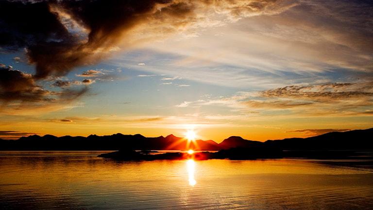 Midnattssolen sedd på Lofoten. Foto: Håkon Mosvold Larsen / Scanpix Norge / TT.