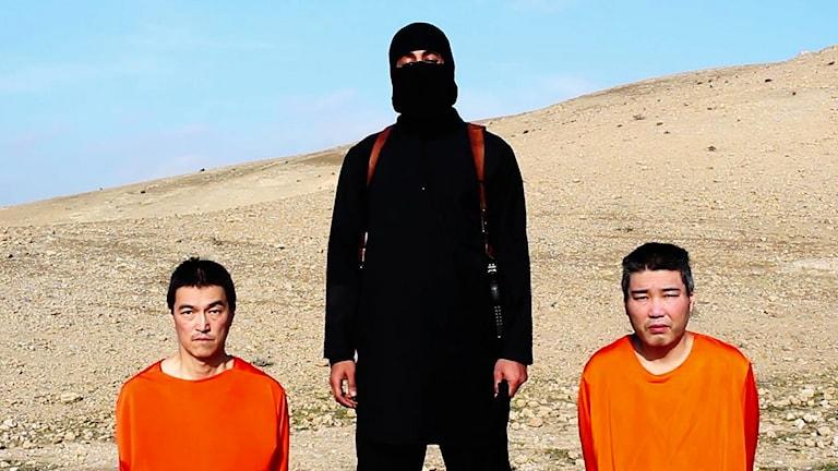 Två japanska män hålls som gisslan av IS. Foto: AP/TT.