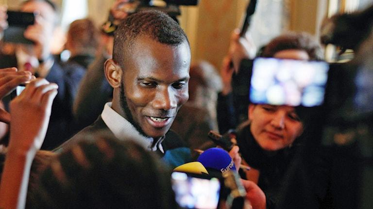 Lassana Bathily räddade kunder undan terroristen. Foto: Thibault Camus/AP.
