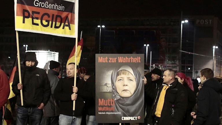 Pegidademonstration i Leipzig. När demonstrationerna sprider sig i landet har en splittring uppstått inom rörelsen. Foto: Markus Schreiber/TT.