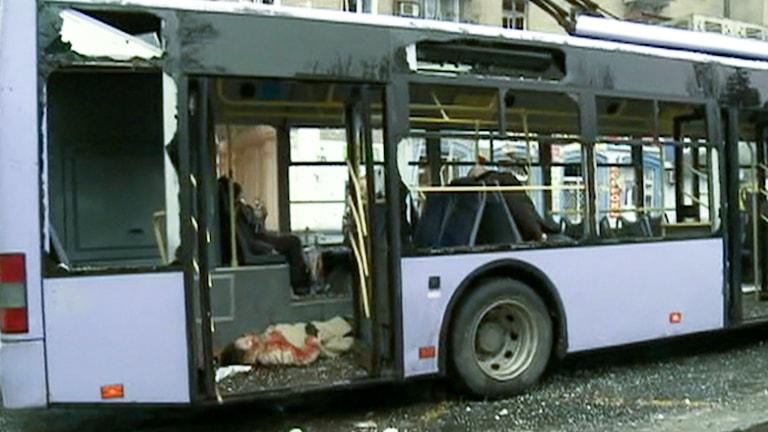 Den lila bussen är helt utblåst.